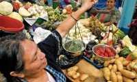 La Canasta Básica Alimentaria contiene 34 productos y cuantifica los gramos sugeridos para un hogar de 4.77 miembros, lo cual cubriría el requerimiento energético de 2 mil 262 calorías. (Foto Prensa Libre: Hemeroteca)