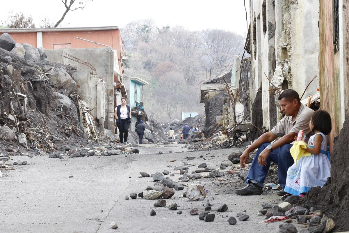Proyecto de agua entubada beneficia a víctimas de la erupción del Volcán de Fuego