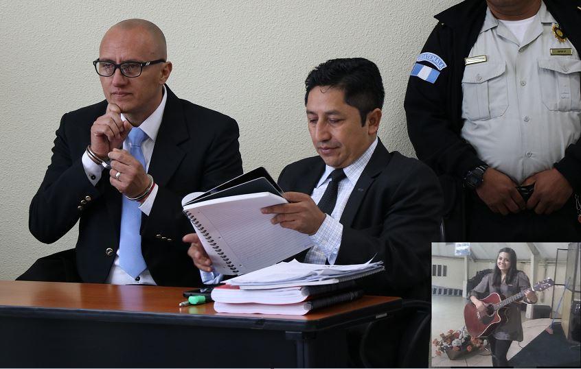 Marroquín (izq) y su abogado Benito Ajucum, durante la audiencia que enfrenta por la muerte de Gabriela Barrios (inserta). (Foto Prensa Libre: María José Longo)