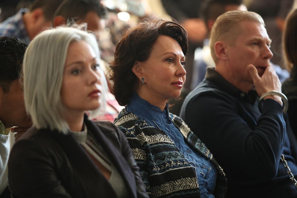 Igor Bitkov, Irina Bitkova y la hija de ambos, Anastasia Bitkova, durante una de las audiencias en Guatemala. (Foto Prensa Libre: Hemeroteca PL)