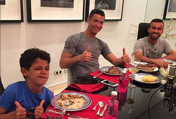 Cristiano Ronaldo ha compartido con sus seguidores en las redes sociales sus comidas principales. (Foto Prensa Libre: Instagram Cristiano Ronaldo)