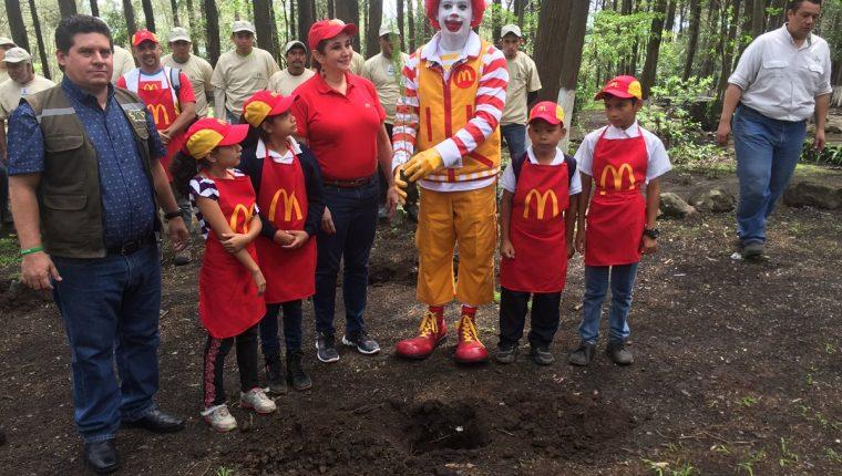 Campaña de reforestación se efectuó en Parque Regional Municipal La Cerra. (Foto Prensa Libre: Eduardo González)