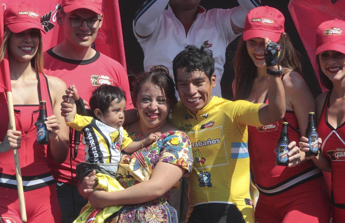 Alfredo Ajpacajá es el flamante nuevo campeón de la 58 Vuelta a Guatemala. (Foto Prensa Libre: Norvin Mendoza)