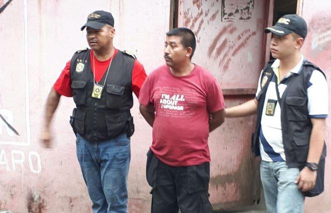 David Alfredo Ache Lara fue capturado por la Policía el 4 de noviembre del 2017, en Masagua, Escuintla, dos días después de que diera muerte a su pareja y su hijastra. (Foto Hemeroteca PL)