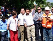 Pese a los señalamientos, en una reciente actividad, el presidente Jimmy Morales felicitó en público al diputado que solo ha presentado dos iniciativas y se ha ausentado a 46 sesiones en el Congreso. (Foto Prensa Libre: La Red)
