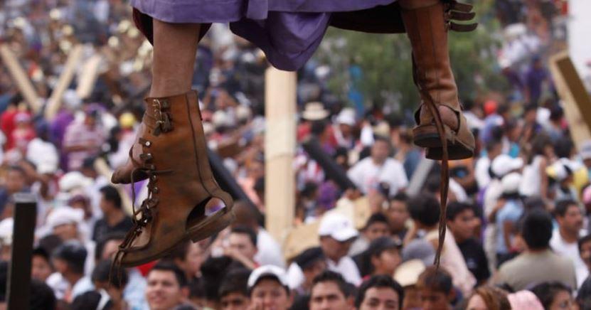 Judas muere durante una representación en vivo en Michoacán, México