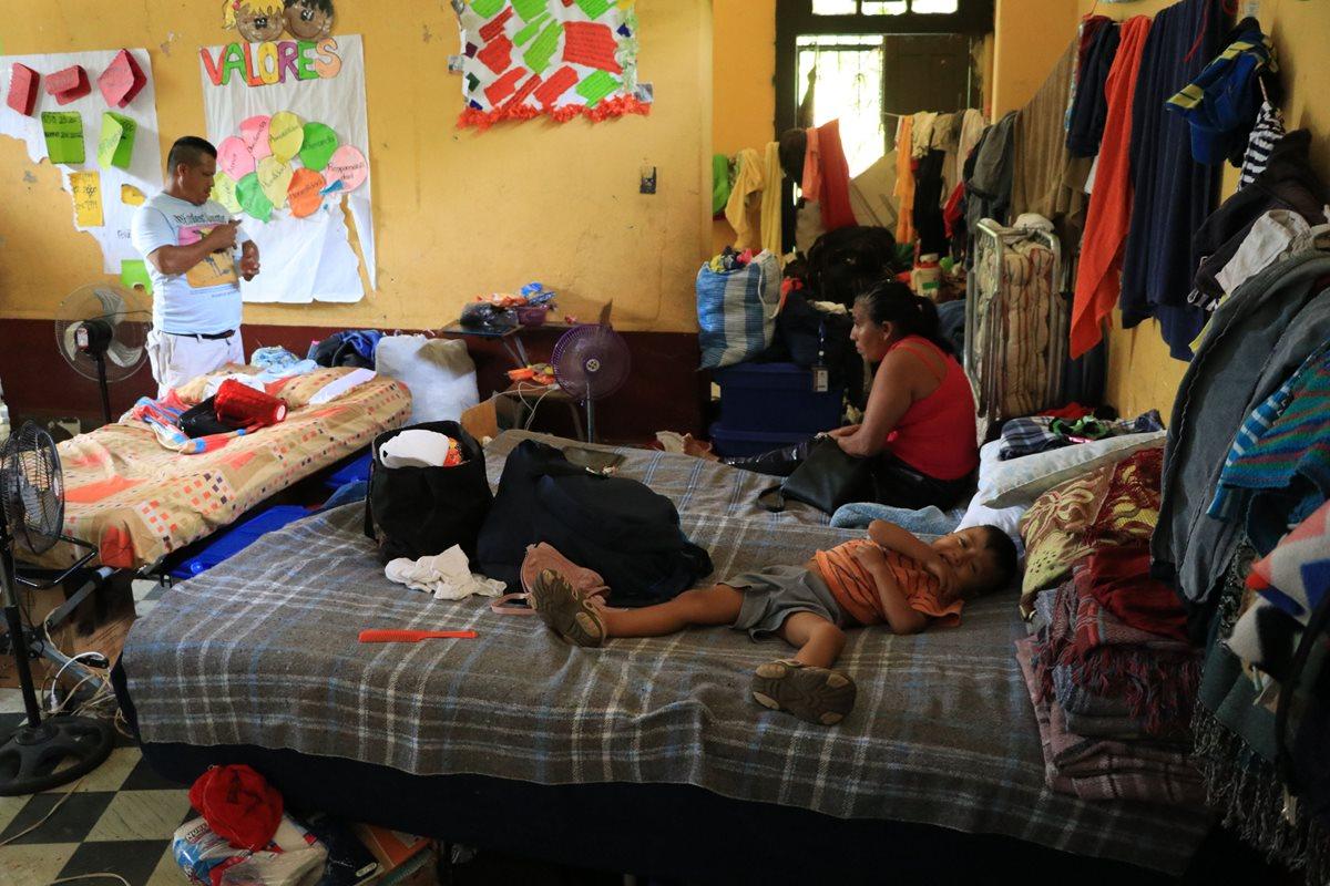 Cinco escuelas siguen funcionando como albergues en Escuintla