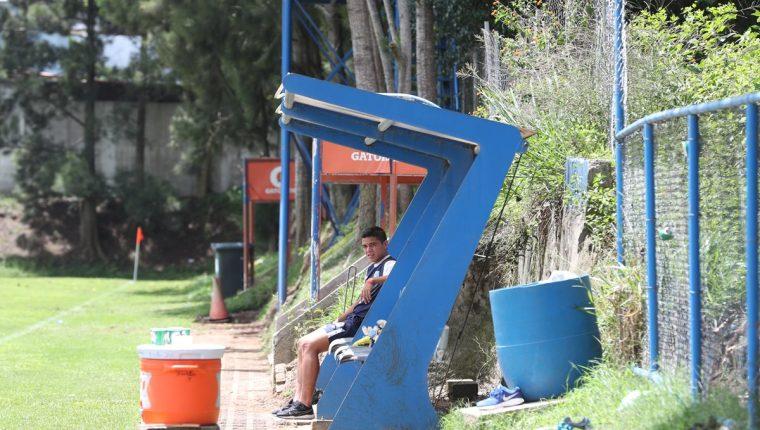 El mediocampista Javier Estrada, de Suchitepéquez, no pudo entrenarse con la Selección Nacional Sub 20, luego de reportarse con una lesión que lo podría dejar al margen del Premundial de la Concacaf (Foto Prensa Libre: Edwin Fajardo)