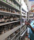 Sonia Lucrecia Chajón Hernández, propietaria de la Farmacia Madrid, en la 9ª. calle entre 8ª. y 9ª. avenidas de la zona 1. (Foto Prensa Libre: César Pérez)