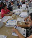Varias entidades como el TSE y el Ministerio de Relaciones Exteriores han arreciado las campañas para que la población asista a votar. (Foto Prensa Libre: Estuardo Paredes)