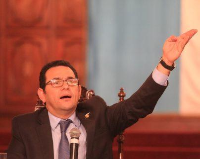 El mandatario ofreció desde su campaña que donaría la mitad de su salario para cultura y educación. (Foto Prensa Libre: Hemeroteca PL)