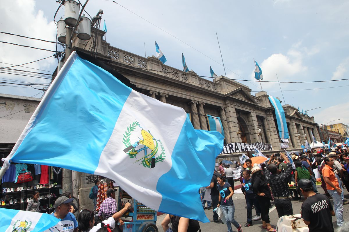 ¿Por qué protestan contra la corrupción los guatemaltecos?