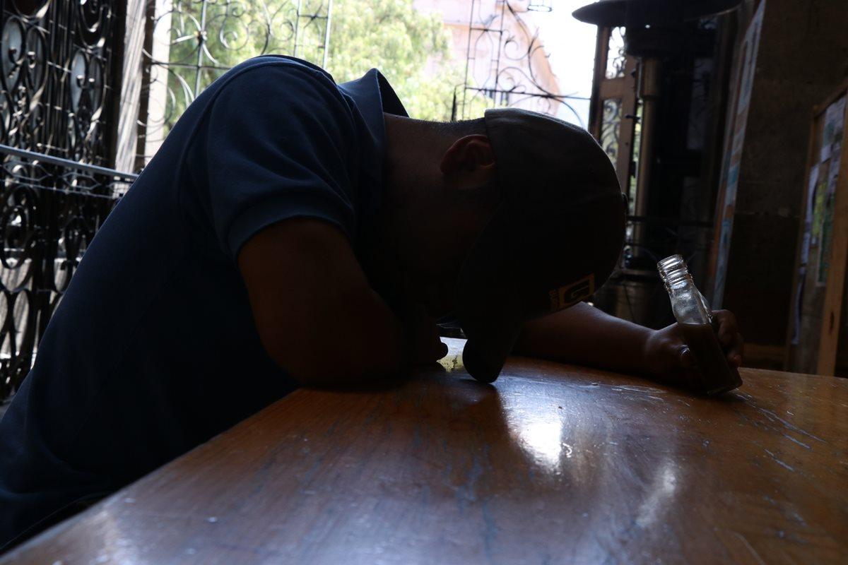 En Quetzaltenango se ha percibido aumento de consumo de bebidas alcohólicas entre los jóvenes. (Foto Prensa Libre: María José Longo).