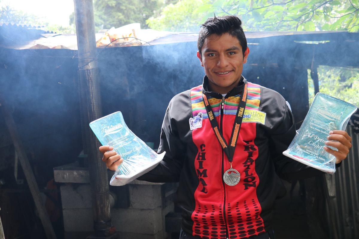 Triatleta chimalteco, Héctor Hicháj gana la 27 edición del Triatlón Hombre Maya en Petén