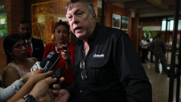 Ricardo Arenas Menes presidente de Anacafé, afirmó que la crisis de precios tendrá impacto en la economía del país y responsabilizó a consorcios que presionan a la baja el precio del grano. (Foto Prensa Libre: Esbin García)