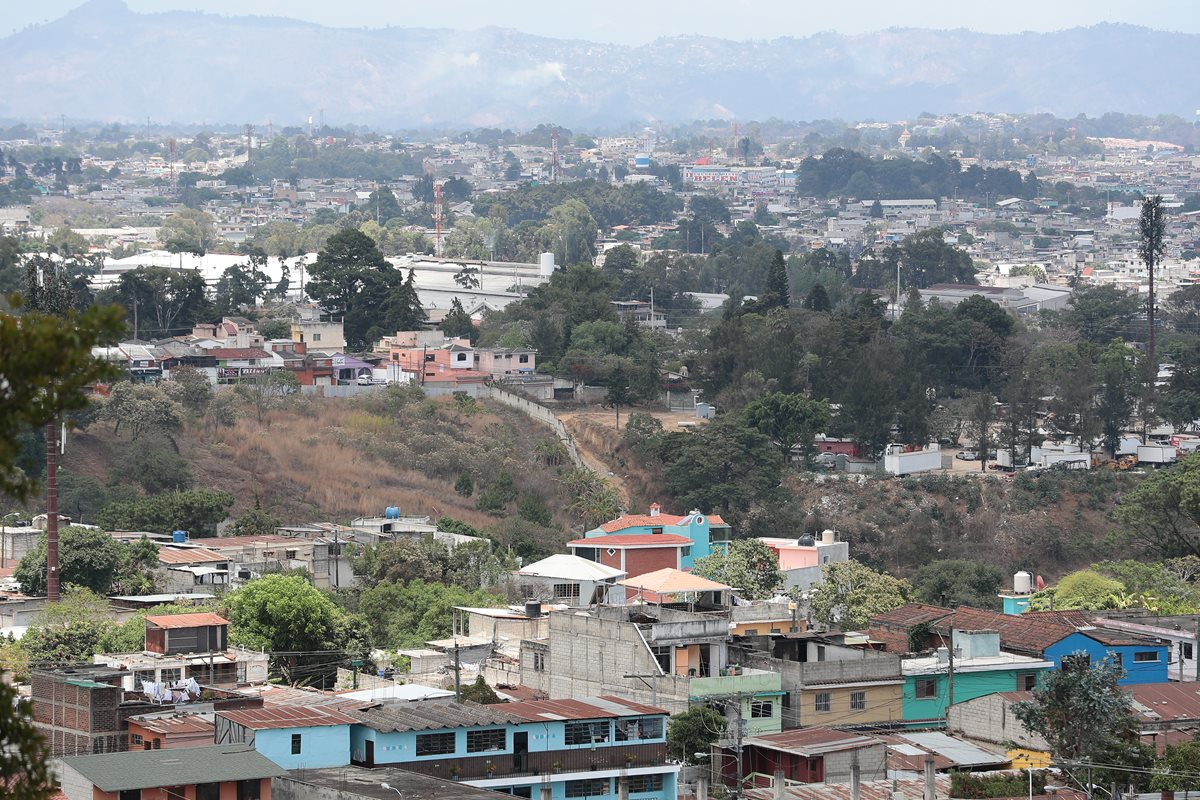 De la colonia Belén de la zona 1 de Mixco saldría otra ruta de teleférico hacia Ciudad San Cristróbal, zona 8. (Foto Prensa Libre: Álvaro Interiano)