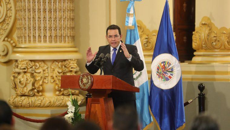De acuerdo con la denuncia que hace el analista político y excanciller Édgar Gutiérrez, el gobernante Jimmy Morales sería responsable de cometer abusos contra mujeres que trabajan en entidades del Estado. (Foto Prensa Libre: Hemeroteca PL)