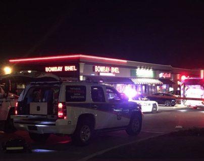 El restaurante fue evacuado y se espera que la plaza se mantenga cerrada para ser investigada hasta por lo menos mañana, según la Policía. (Foto Prensa Libre: EFE)