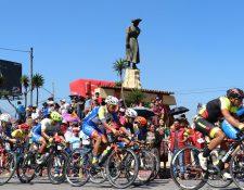 En el 2017 la Vuelta a Guatemala tuvo un circuito en Quetzaltenango que contó con gran afluencia de aficionados que alentaron a los ciclistas. (Foto Prensa Libre: Raúl Juárez)
