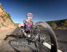 Andre Kajlich atravesó 4.800 kilómetros impulsado por sus manos solamente.