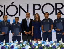 Los atletas nacionales fueron galardonados tras la buena actuación en Barranquilla 2018. (Foto COG).