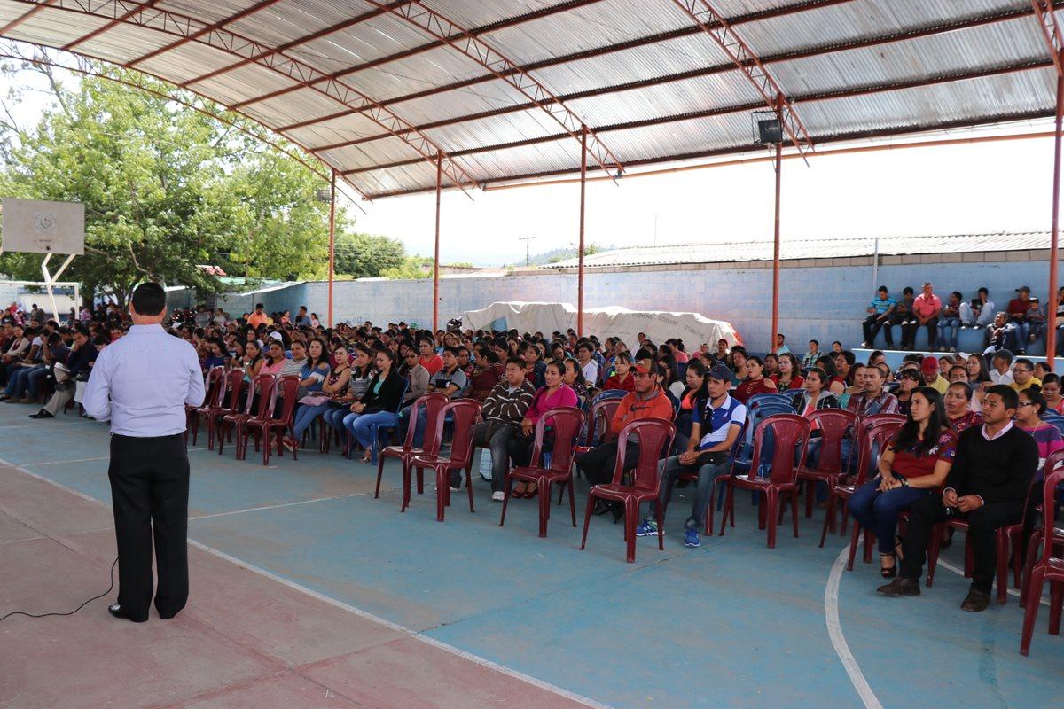 Maestros de Joyabaj exigen repetir elección de dirigentes del STEG en Quiché