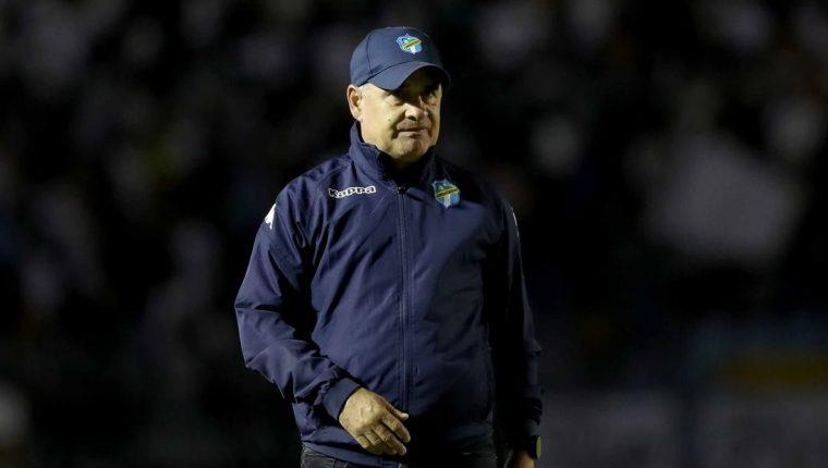 El técnico uruguayo de Comunicaciones, Willy Coito Olivera, asegura que deben ser cautelosos en la visita a Xelajú MC. (Foto Prensa Libre: Carlos Vicente)