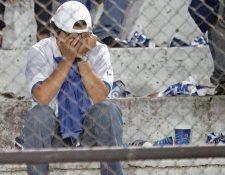 La afición guatemalteca al futbol esperan una solución a la suspensión de la Fifa. (Foto Hemeroteca PL).