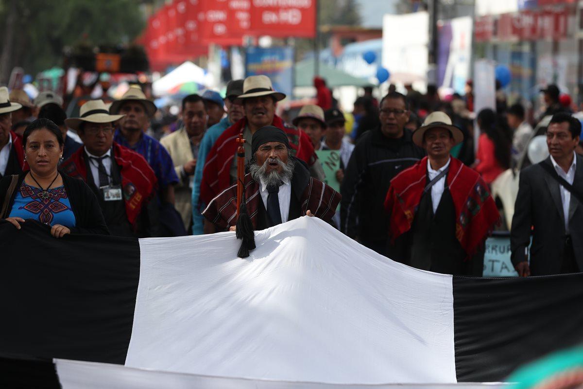 Consejo Maya Quiché y Colectivo Ciudadano marchan contra Jimmy Morales y el pacto de corruptos