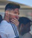 Lionel Messi guía a la selección argentina que trabajará en Barcelona, como preparación para el Mundial de Rusia. (Foto Prensa Libre: AFP)