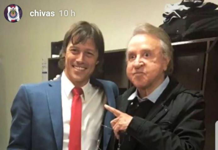 Matías Almeyda posó junto a Kiko en los vestuarios del estadio La Corregidora. (Foto Prensa Libre: Instagram Chivas)