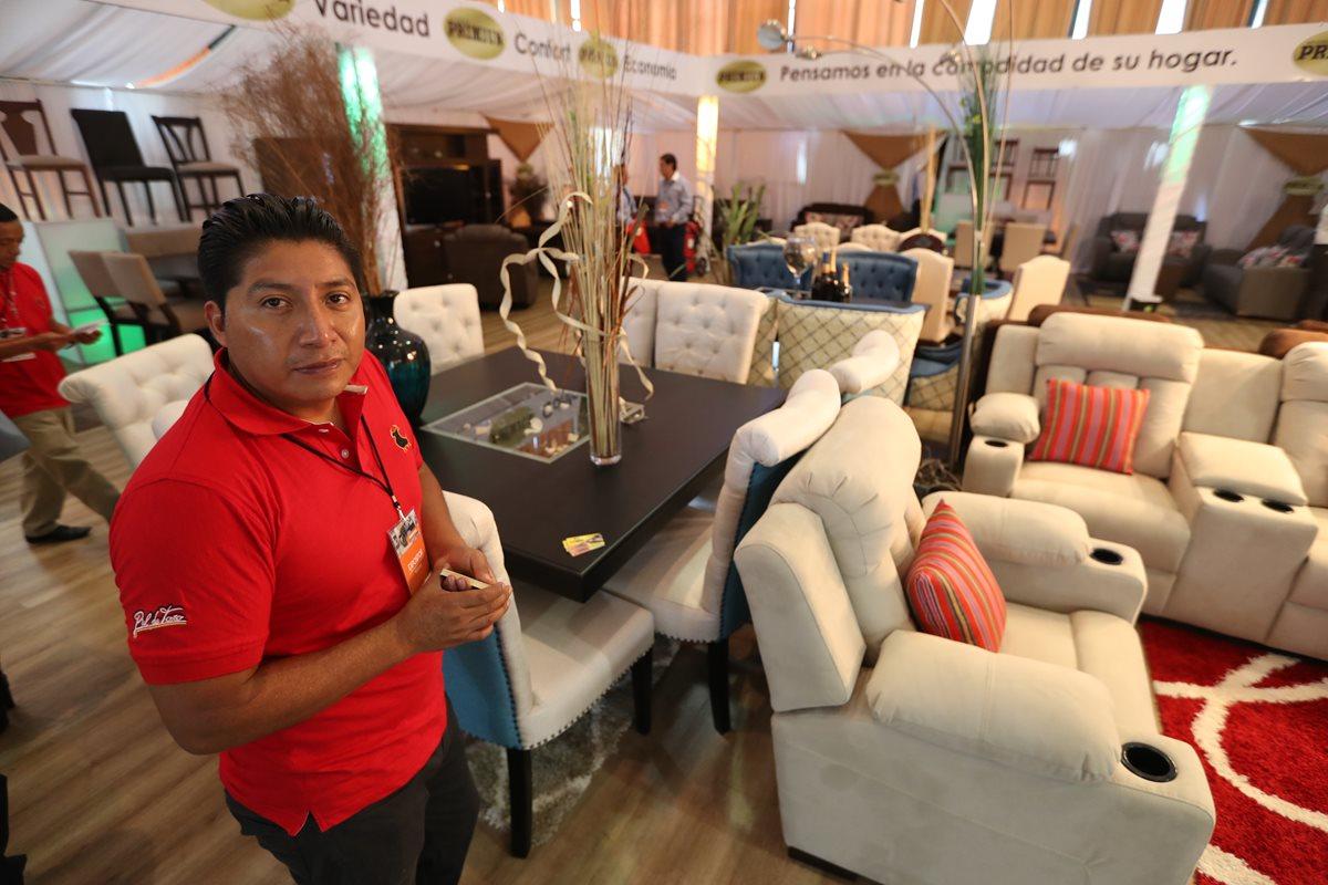 El guatemalteco que le fabrica muebles a estrellas de Hollywood