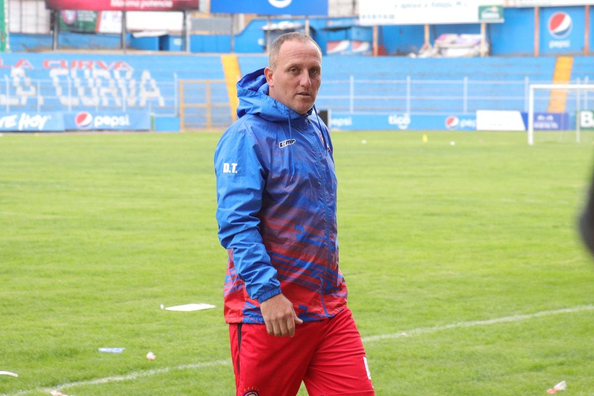 El argentino Ramiro Cepeda espera que su equipo se refuerce con la salida de tres jugadores. (Foto Prensa Libre: Raúl Juárez)