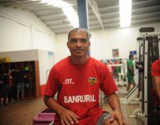 El brasileño Janderson Pereira consiguió su primer doblete en el futbol guatemalteco, en la primera visita que le hizo al Mario Camposeco con la elástica de Petapa (Foto Prensa Libre: Edwin Fajardo)
