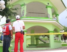 El quiosco del parque central de Pueblo Nuevo quedó cerrado por daños en las columnas. (Foto Prensa Libre: Cristian I. Soto)