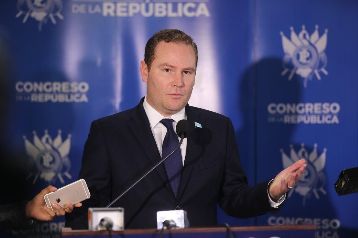 Su relación con los medios es uno de los puntos que cuestionan a Álvaro Arzú Escobar algunos legisladores. (Foto Prensa Libre: Hemeroteca PL)