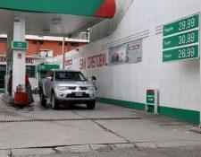 En las estaciones de servicio de Huehuetenango los precios de los combustibles superan los Q30 y el diesel está a Q26.99. Es uno de los territorios con las referencias más altas. (Foto Prensa Libre: Mike Castillo).