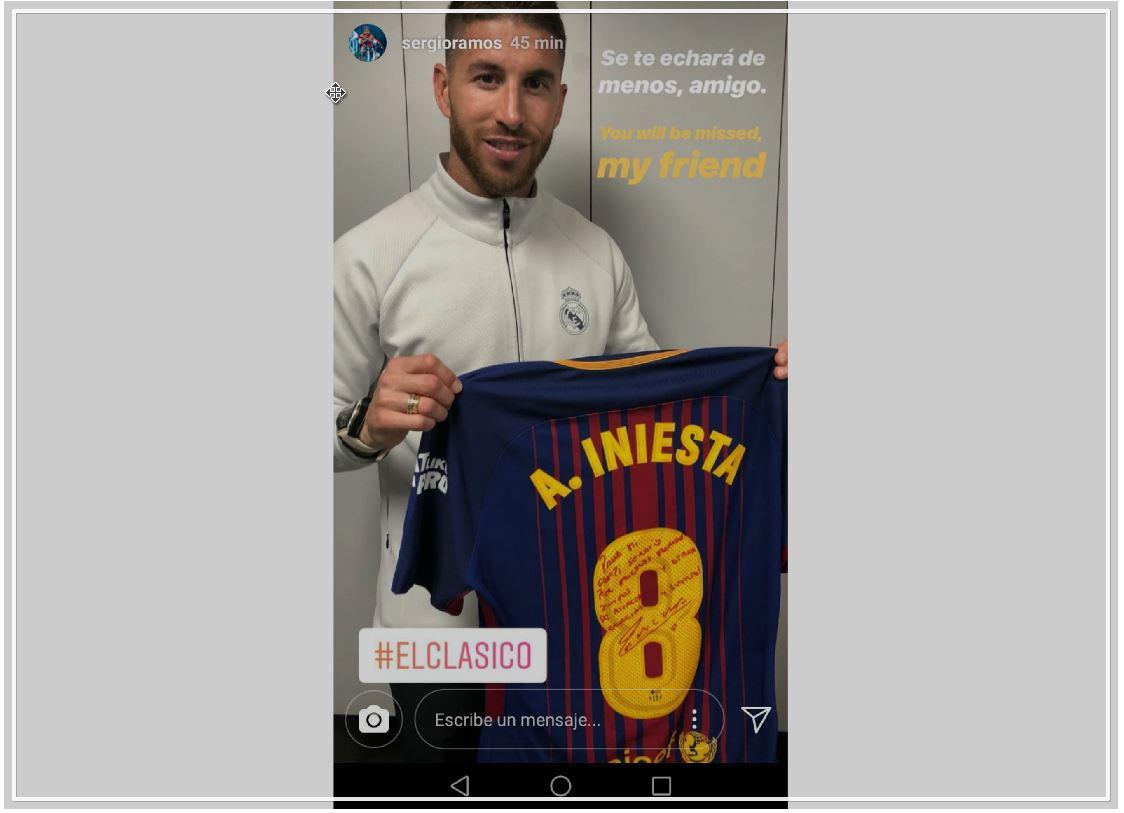 El capitán del Real Madrid mostró en las redes sociales la camisola que le regaló Andrés Iniesta. (Foto Prensa Libre: tomada de redes sociales)