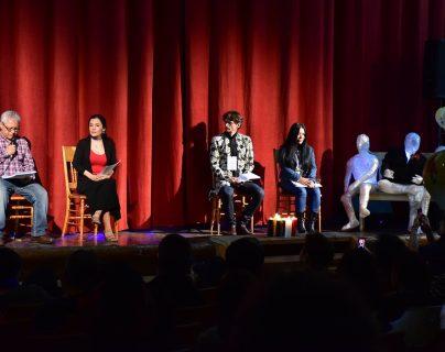 Cuatro poetas participaron en la inauguración del Festival cuyo propósito es rendir homenaje a las personas desaparecidas durante el conflicto armado. (Foto Prensa Libre: María José Longo)