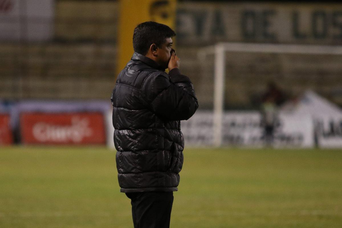 Gabriel Castillo terminó su relación contractual con Marquense después de la goleada recibida contra Municipal 7-0. (Foto Prensa Libre: Raúl Juárez)