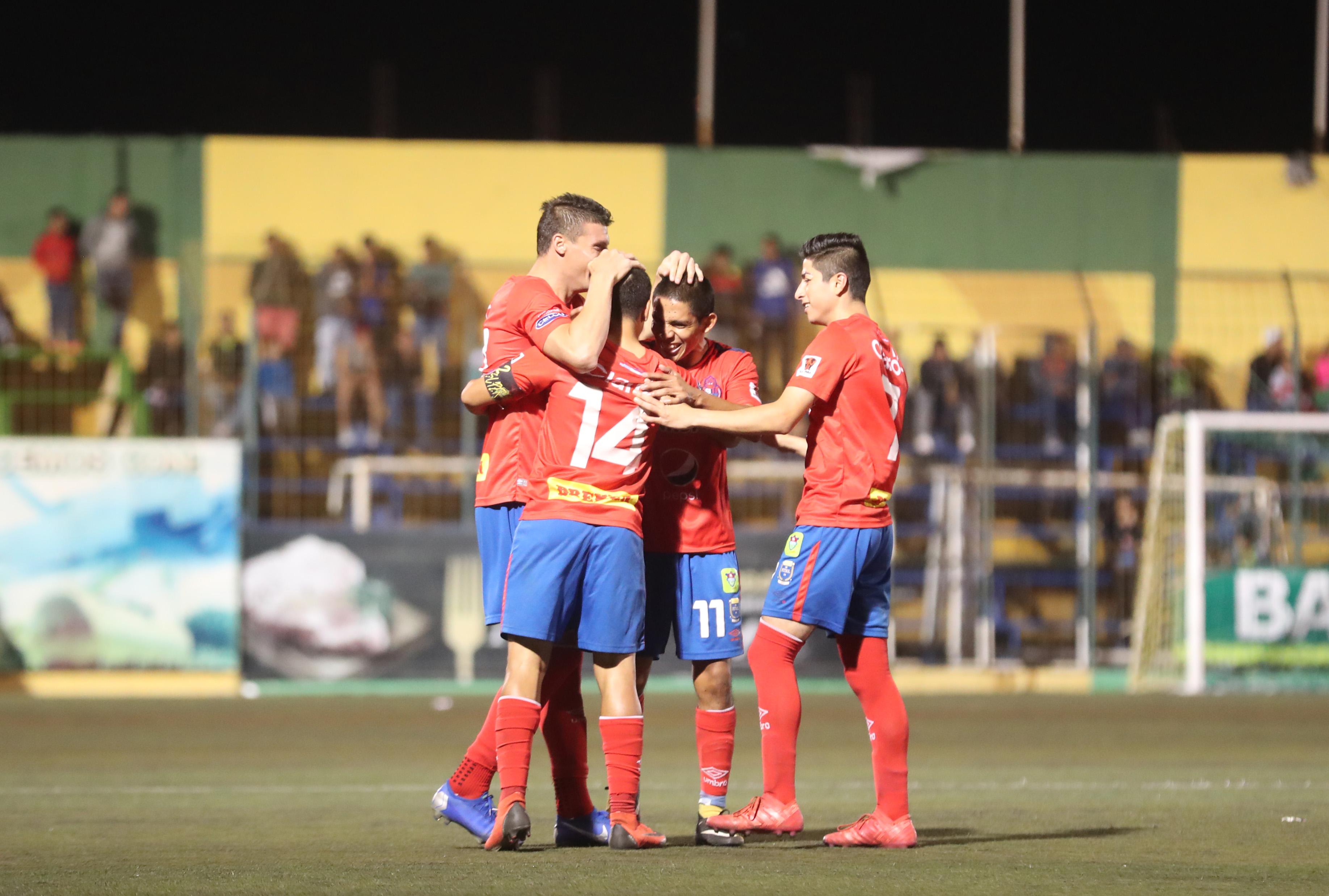Los rojos vencieron a domicilio a Deportivo Petapa con goles de Carlos Alvarado y Jaime Alas. (Foto Prensa Libre: Edwin Fajardo)