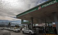 Motorists wait in line for hours to buy gasoline at a Pemex service station in Monterrey, Nuevo Leon state, on January 22, 2019. - Mexican President Andres Manuel Lopez Obrador said the shortages were triggered by his administration's decision to temporarily close some of state oil company Pemex's pipelines as part of his bid to wipe out rampant fuel theft that cost the country an estimated $3 billion in 2017. An explosion and fire in central Mexico on the eve killed at least 94 people after hundreds converged on the site of an illegal fuel-line tap to gather gasoline amid the government crackdown on fuel theft, officials said. (Photo by Julio Cesar AGUILAR / AFP)
