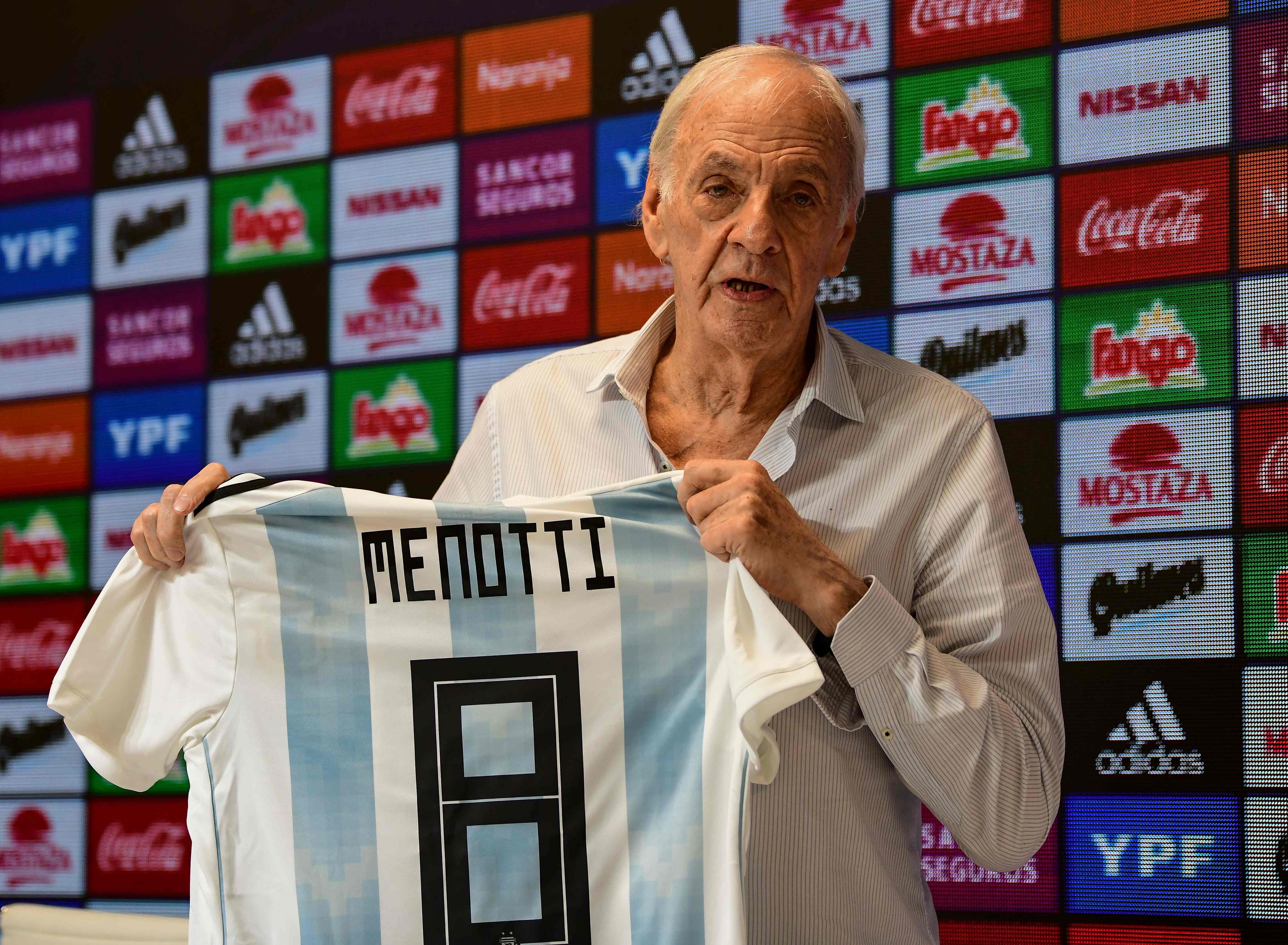 César Luis Menotti asegura que los partidos contra Venezuela y Marruecos son para probar jugadores. (Foto Prensa Libre: AFP)