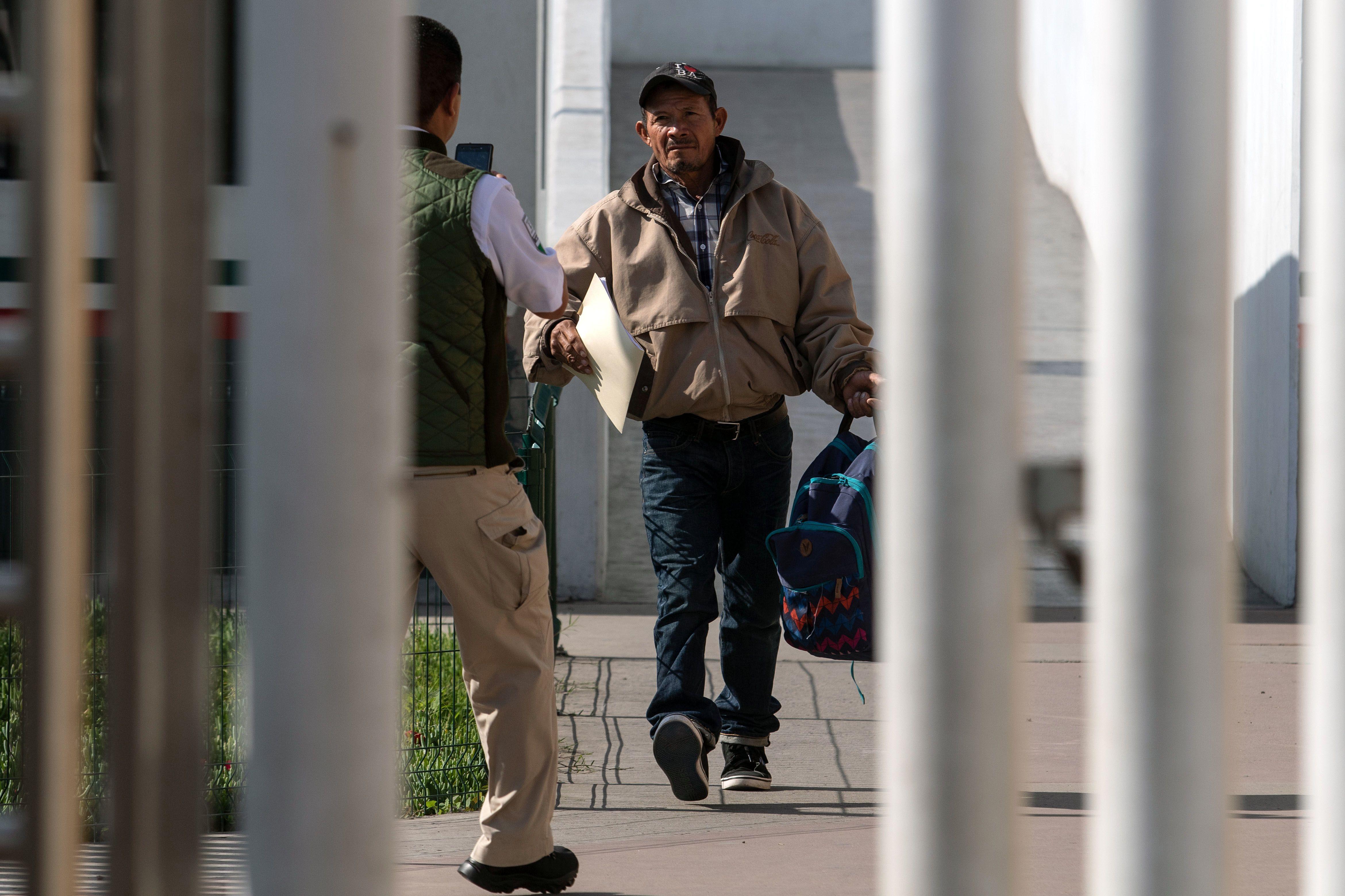 Un migrante hondureño que solicitó asilo en EE. UU. es retornado a Tijuana. (Foto Prensa Libre: Hemeroteca PL)