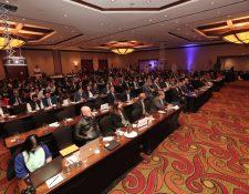 Empresarios de AmCham participaron esta noche en el Foro Perspectivas Económicas 2019, donde se abordaron temas economicos y políticos. (Foto Prensa Libre: Juan Diego González)
