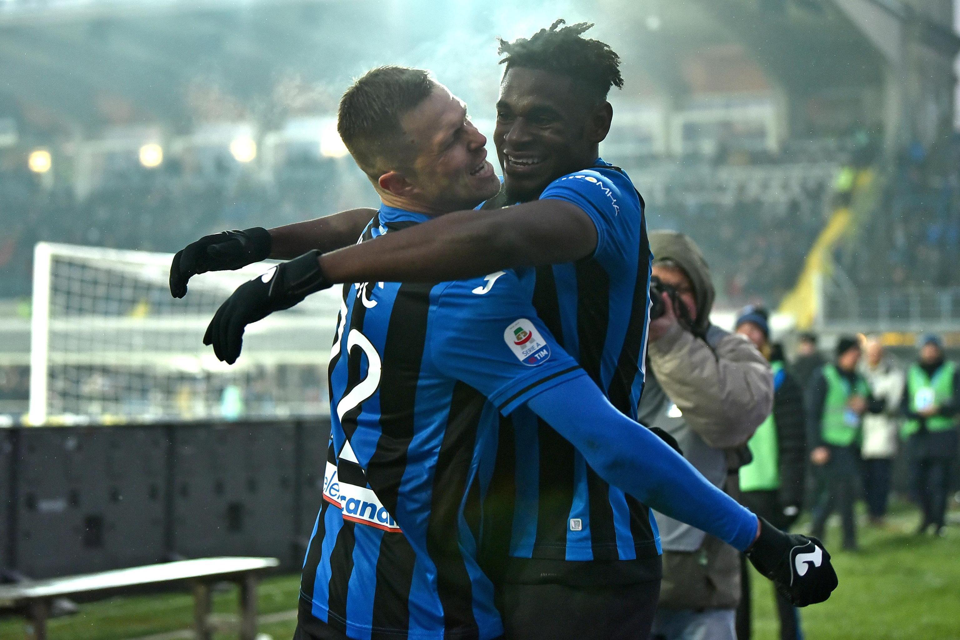 Así festejaron los jugadores del Atalanta, en el empate contra la Roma. (Foto Prensa Libre: EFE)