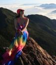 Cada vez que Gigi Wu alcanzaba una cima, posaba en bikini para sus seguidores en las redes sociales. FACEBOOK/GIGI WU