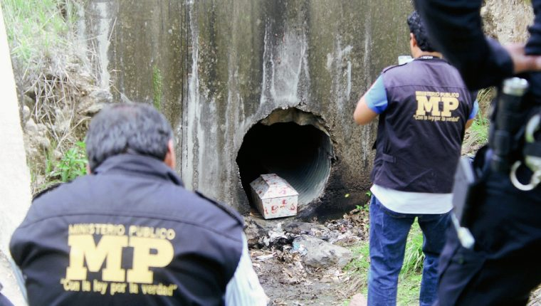 https://www.prensalibre.com/ciudades/jalapa/abandonan-feretro-con-restos-de-un-bebe/