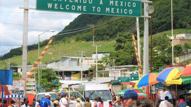 La 'caravana' de estadounidenses que viaja a México de la que Trump no habla