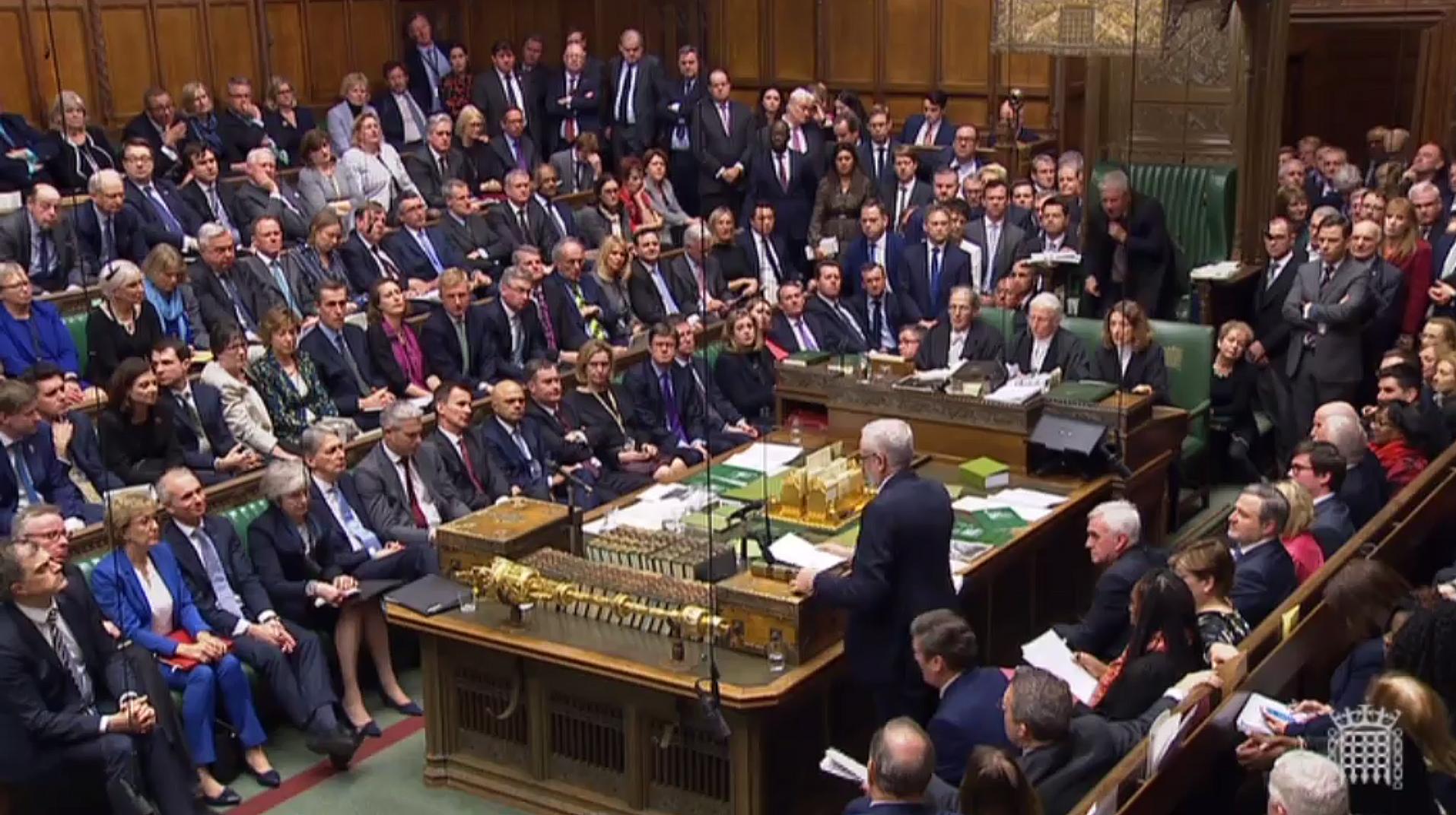 Parlamentarios del Reino Unido en plena discusión sobre el Brexit. (Foto Prensa Libre: AFP)